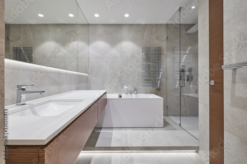Cuadros en Lienzo modern bathroom with mirror, bathtub and shower