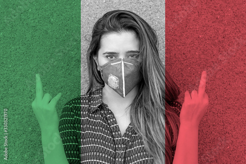 Photo Girl in a mask against the background of the Italy flag