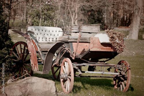Fototapety, obrazy: alte Kutsche - verfallen und shabby