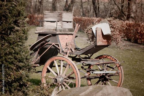 Fototapety, obrazy: alte Pferdekutsche - shabby