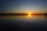 Fototapeta Sypialnia - Coucher de soleil sur la mer