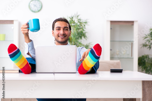 Obraz Young male businessman working at home - fototapety do salonu