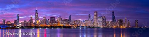 Naklejka premium Chicago Downtown Budynki Skyline Wieczorem Zachód Słońca Zmierzch