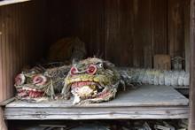 日本の古い神社の飾り...