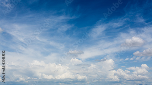 Photo dramatic cloud moving above blue sky, cloudy day weather background