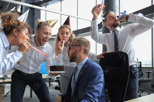 Fototapety, obrazy: Business team celebrating a birthday of collegue in the modern office
