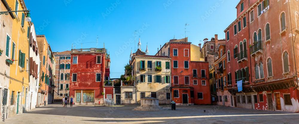 Little square in Venice <span>plik: #330462330 | autor: Givaga</span>
