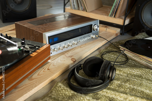 Photo HiFi system with turntable, amplifier, headphones and lp vinyl records in a list