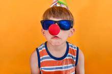 Crazy Clown In Sunglasses Grim...