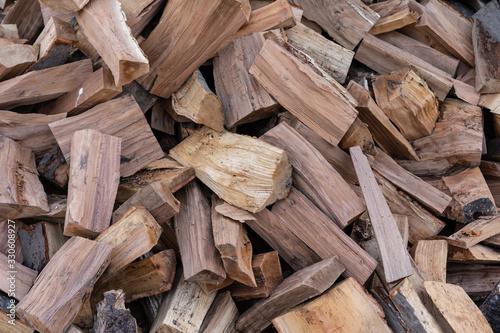 Photo Large amount of firewood in a heap