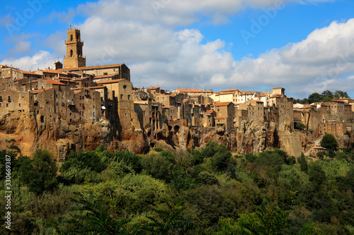 Fotografie, Obraz Pitigliano (GR), Italy - June 12, 2017: The historic hilltop village of Pitiglia