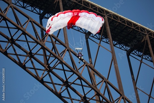 BASE Jumper on New River Gorge Bridge near Fayetteville, West Virginia Fototapeta