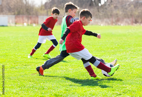 fototapeta na drzwi i meble Boys play soccer sports field
