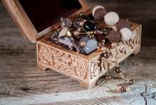 Wooden Vintage Jewelry Box Wit...