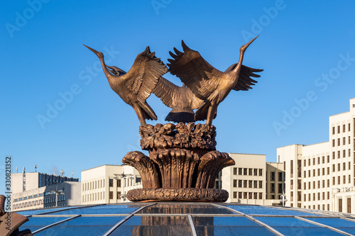 Leinwand Poster The central figures of the sculpture of the fountain in the form of storks on Independence Square in Minsk, Belarus