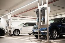 Elektroautos Werden In Einer T...