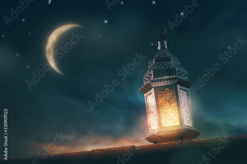 Photo Arabic lantern with burning candle