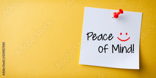 White Sticky Note With Peace of Mind And Red Push Pin On Yellow Background Fototapete