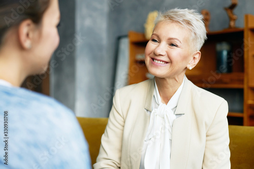 Cuadros en Lienzo Picture of elegant sixty year old female psychological counselor with stylish ha