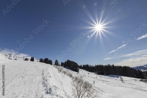 Obraz na plátne Sunshine on the Morzine ski slopes during winter - Alples - France