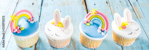 фотография Cute homemade easter cupcakes