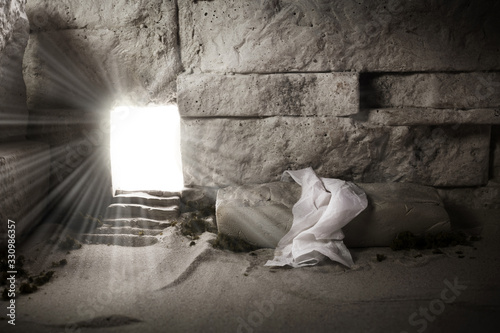 Empty tomb while light shines from the outside Fototapet