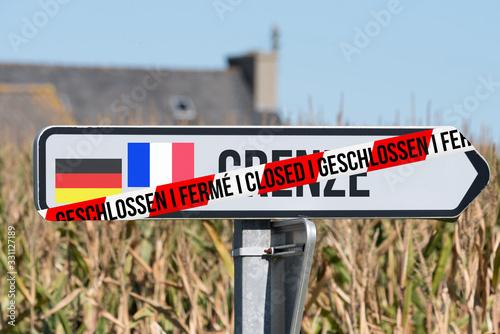 Hinweis auf geschlossene Grenze Deutschland Frankreich Wallpaper Mural