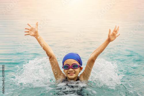 Obraz na plátně Little swimmer