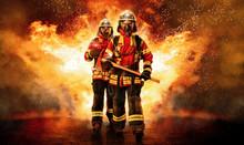 Zwei Feuerwehrmänner Unter At...