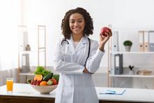 Pretty Black Lady Dietologist ...