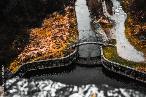 mostek, woda,jesien