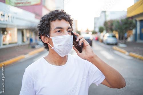 Photo Homem com máscara de proteção