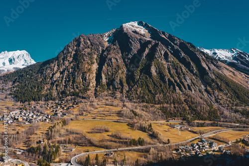Photo The village Palleusieux under a big mountain, in the Basin Pre-Saint-Didier, Aos