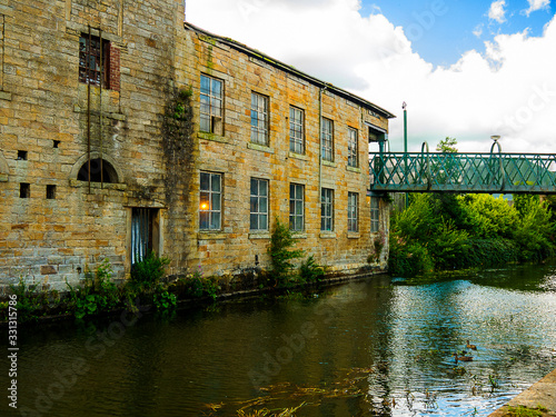 Fotografering The Leeds and Liverpool Canal is a canal in Northern England, linking the cities of Leeds and Liverpool