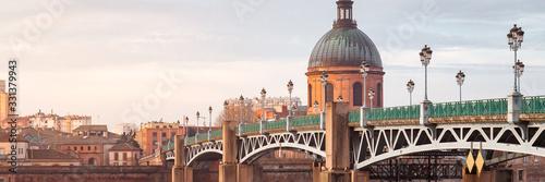 The Saint-Pierre bridge and Dome de la Grave in Toulouse, France Fototapete