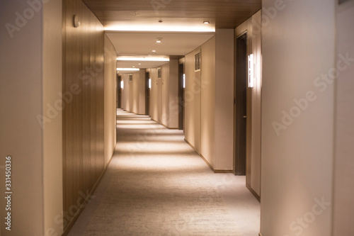 Fotografia long corridor in a hotel