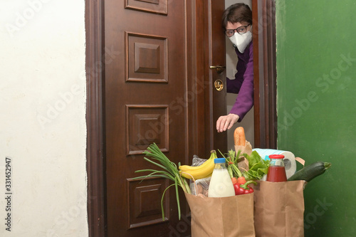 Obraz Delivering Food To A Self-isolate Woman or Quarantine - fototapety do salonu