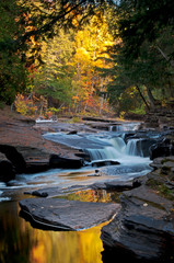 Fototapeta Wodospad The Presque Isle River winds through a landscape of autumn color in the Porcupine Mountains Wilderness State Park in Michigan's Upper Peninsula.