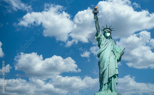 Leinwand Poster Statue of liberty wearing a surgical mask