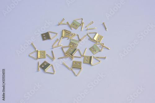 attaches tableau en métal jaune ,isolé Wallpaper Mural