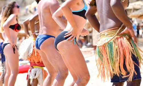 Cuadros en Lienzo Tourists dance on the beach in Africa with animators