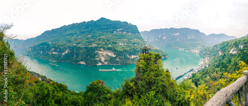 Cuadros en Lienzo Panoramic scenic view of Three Gorges Tribe Scenic Spot along the Yangtze River;