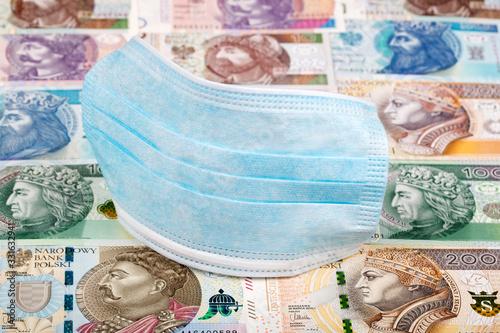 Fotografía Protective mask on a Polish money - Zloty