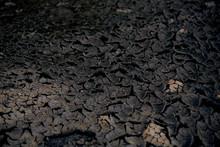 Grietas De Lodo / Volcánico