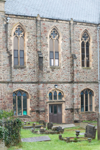 a beautiful old church in the middle of Bristol England with a grave yard on a o Fototapete