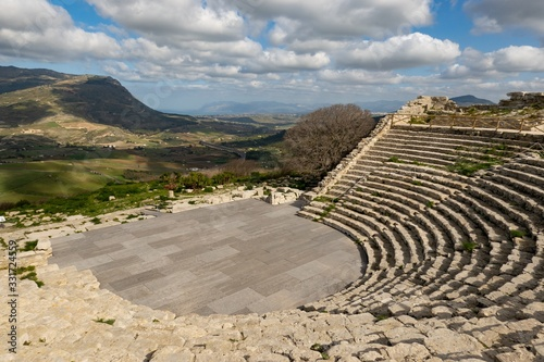 Obraz na plátne Greek Theater of Segesta (Teatro di Segesta) in a sunny day in Sicily