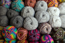 Knittind Needles. Colorful Bal...