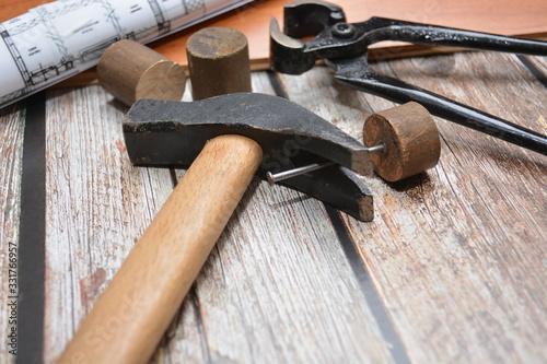 Photo attrezzi da lavoro per falegname martello tenaglia chiodo
