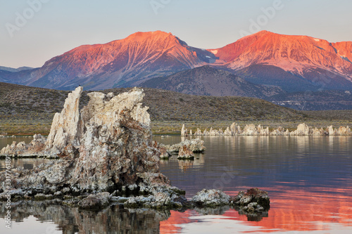 Fotomural Lake shallow, in it set of picturesque reeves of the Tufa