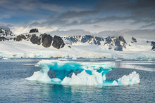 Flat-table Iceberg In Strait I...